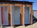 Три душевые кабинки